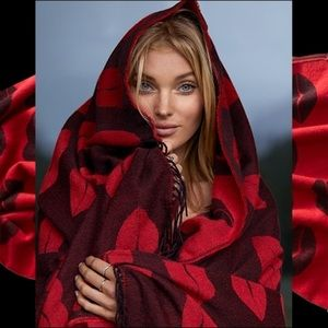 Victoria's Secret Accessories - 🍃❤️NEW❤️Victoria's Secret Kisses Flirt Blanket